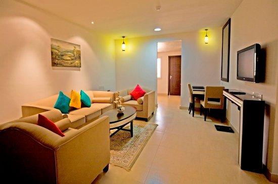 Muscat Dunes Hotel: Suite room