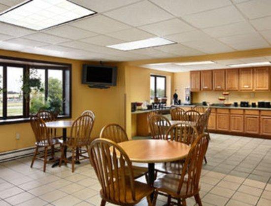Waukesha, WI: Breakfast Area