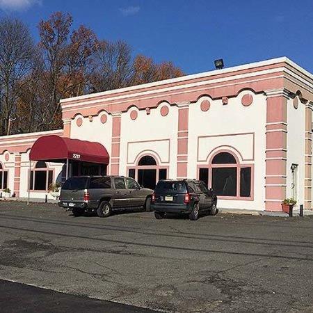 Union, NJ: Clinton Manor Hotel Exterior
