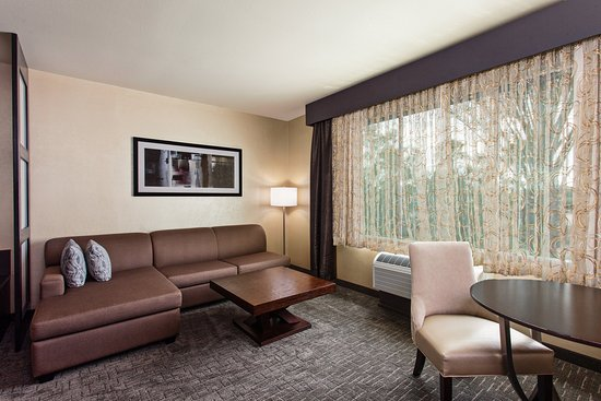 Holiday Inn Express & Suites Disneyland Resort Area