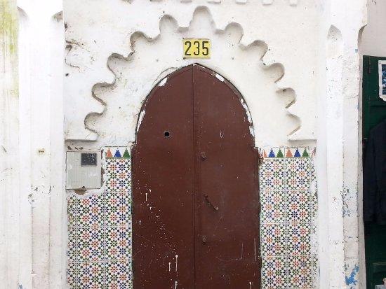 Medina of Tétouan : Puerta de una antigua madrassa en la medina de Tetuán