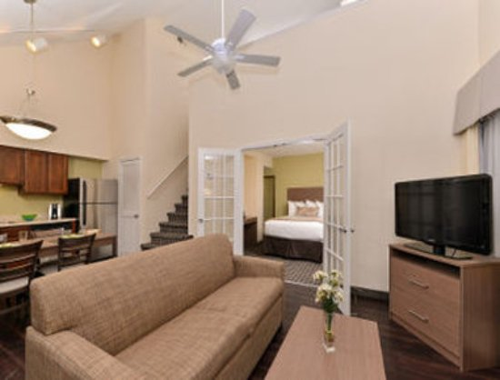 2 storey suite picture of hawthorn suites by wyndham. Black Bedroom Furniture Sets. Home Design Ideas