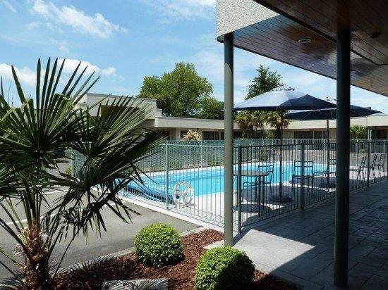 Portmans Motor Lodge: Swimming Pool
