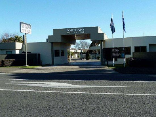 Portmans Motor Lodge: Front Entrance