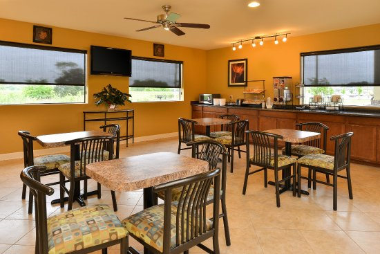 Americas Best Value Inn   Tupelo: Breakfast Area