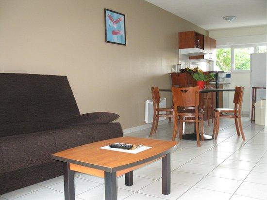 Univea Suites Confort Nantes Beaujoire : Room2