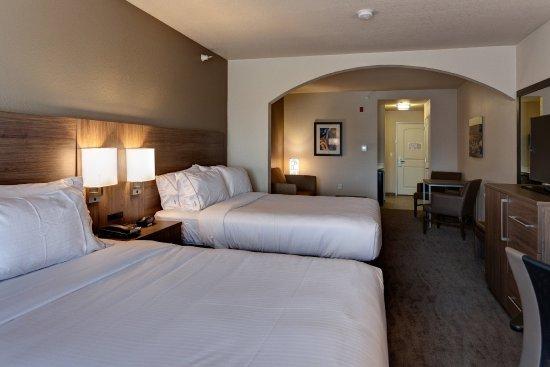 Manhattan, KS: Two Queen Suite w/ Sofa Bed