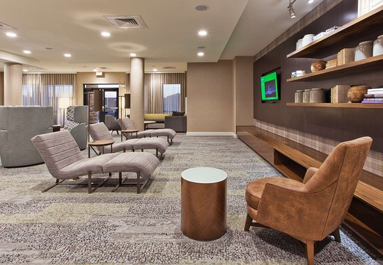 Auburn, AL: Lobby Lounge - Home Theater
