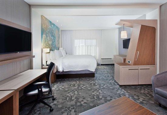Auburn, AL: King Suite - Living Area