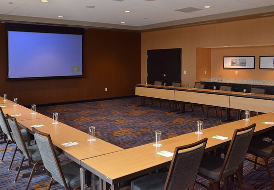 Canfield, OH: Westford Meeting Room
