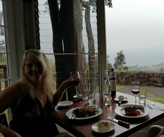 Volcano House: Crater view restaurant
