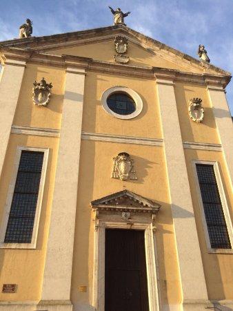 Thiene, Italy: facciata del duomo