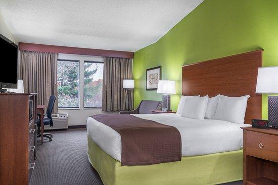 Black River Falls, WI: King Suite