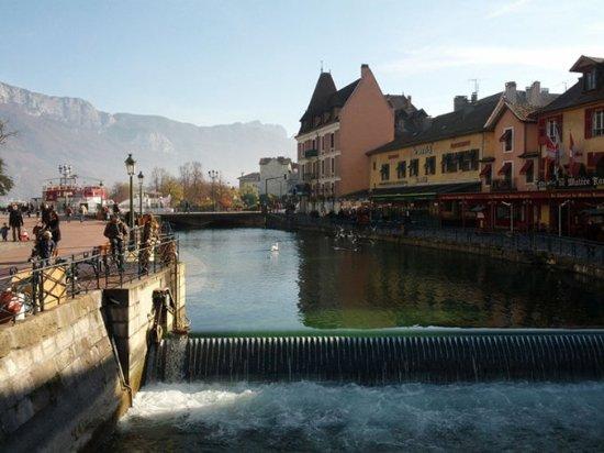 Veigy-Foncenex, France: Local Area