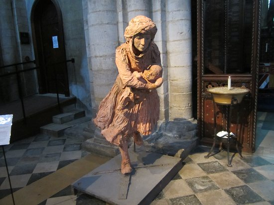 Ely, UK: MADDONNA AND CHILD