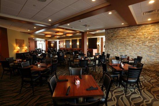 Morgantown, Virginia Occidental: Atria's Restaurant Located on Site of Holiday Inn