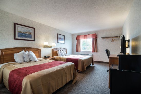Canandaigua, NY: Guest room with two beds