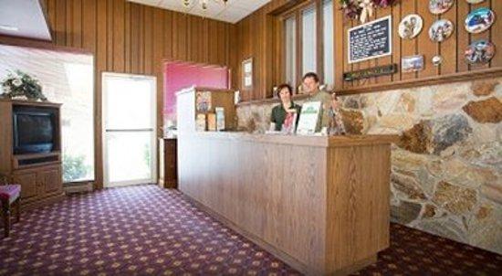 Indian Trail Motel: Lobby