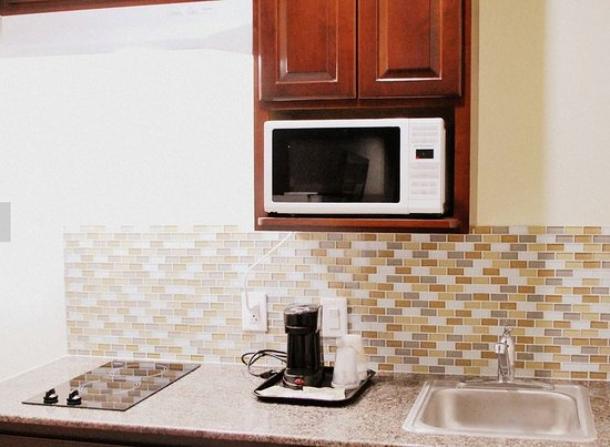 Gonzales, TX: King Room Kitchenette