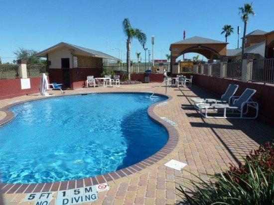 Americas Best Value Inn & Suites San Benito: Pool