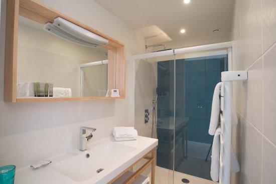 Salle de bain avec jacuzzi XXL de la suite Nuit Blanche - Picture ...