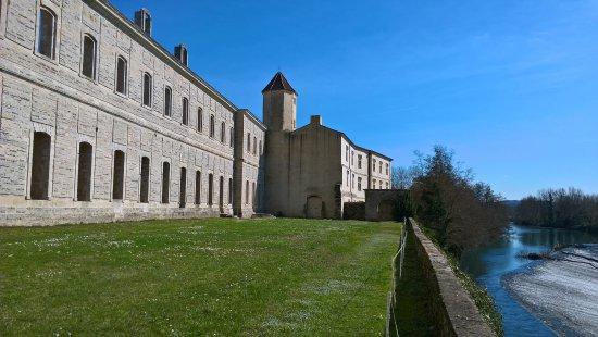 Sorde-l'Abbaye, Frankreich: Vue de la Terrasse - bord du gave d'Oloron - Abbaye de Sorde