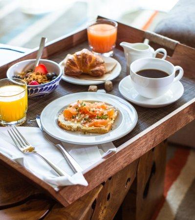 ewpquinto la huella breakfast in bed picture of east miami miami tripadvisor. Black Bedroom Furniture Sets. Home Design Ideas