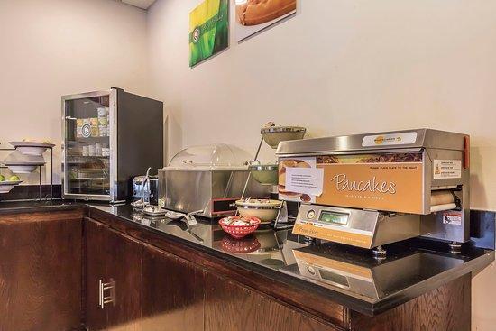 Dickson, TN: Breakfast area