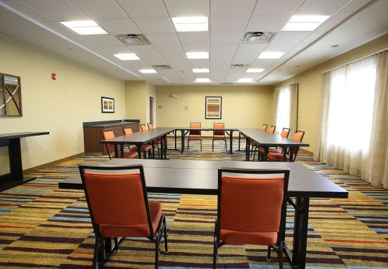 East Grand Forks, MN: Meeting Room