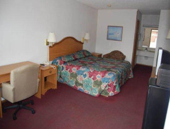 Altus, OK: 1 King Bed Room