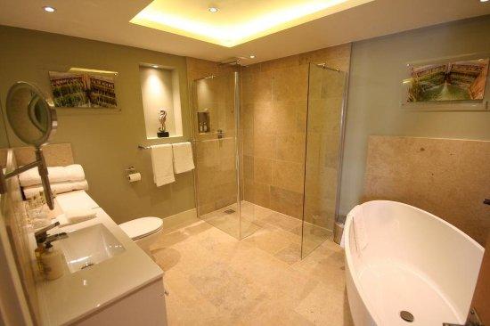 Devizes, UK: Bridal Suite Bathroom