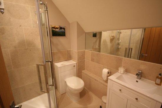 Devizes, UK: King Bed Room No 4 Bathroom