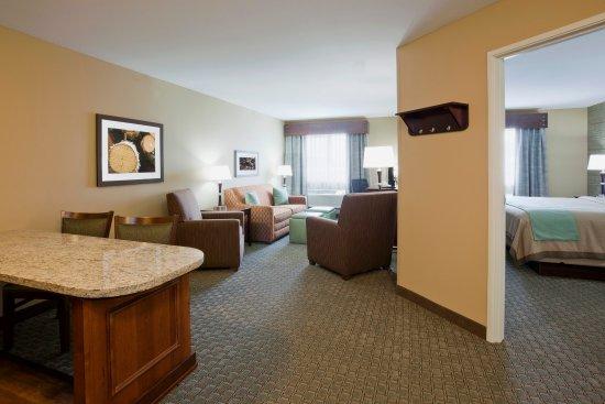 Morris, MN: One Bedroom King Suite