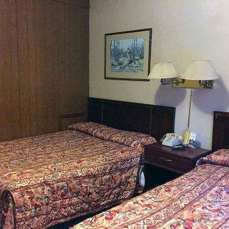 New Martinsville, WV: room
