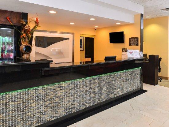 Americas Best Value Inn I-45 North Houston: Front Desk