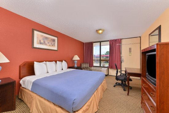 Americas Best Value Inn I-45 North Houston: One King Bed Kitchenette Suite