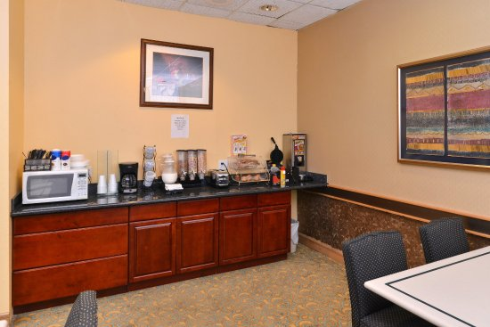 Americas Best Value Inn I-45 North Houston: Breakfast Area