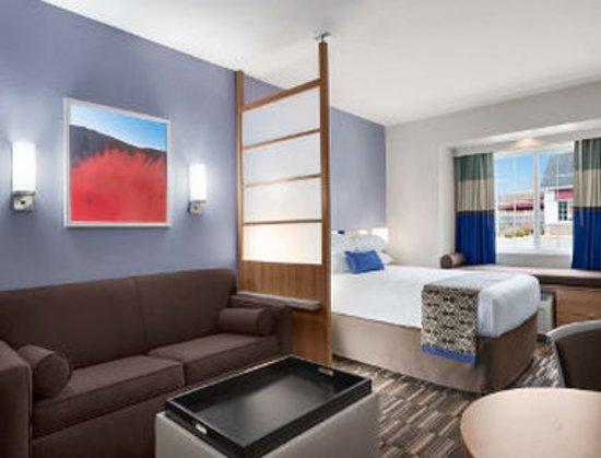 Altoona, PA: 1 Queen Suite