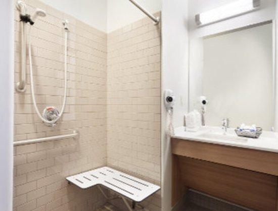 Altoona, PA: Accessible Bathroom