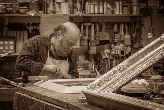 Berryville, VA: Frame maker Peter Miller carving