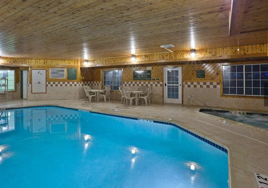 Jackson, MI: Enjoy our indoor pool and hot tub
