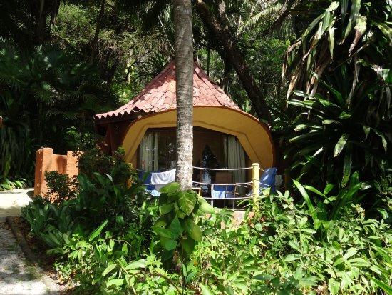Ylang Ylang Beach Resort: Dome 4