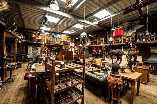 Little Budworth, UK: Our larger indoor showroom.