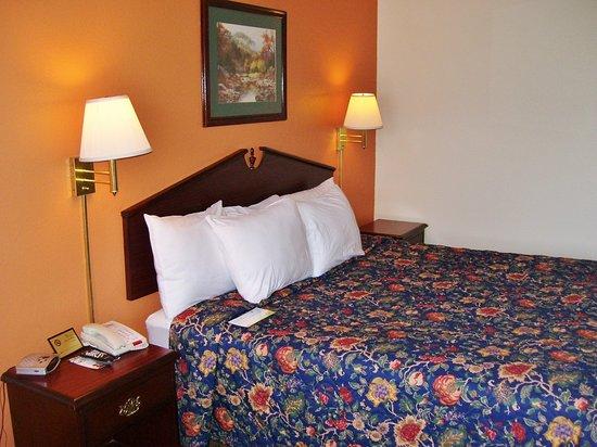 LaFayette, GA: One King Bed