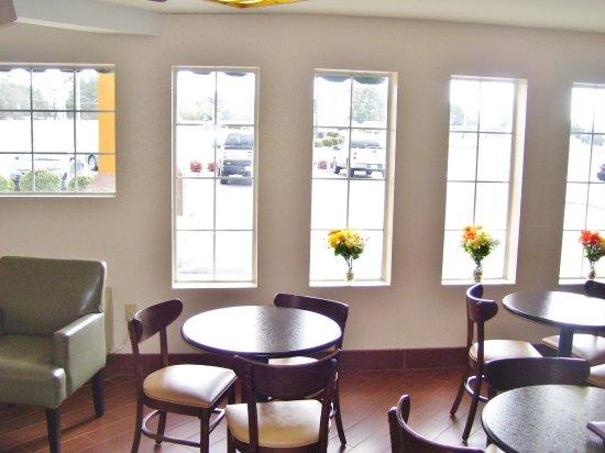 LaFayette, GA: Breakfast Area