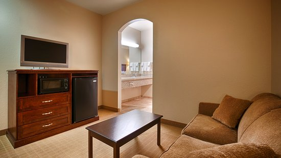 Timber creek inn suites sandwich il konukevi for Living room queen creek