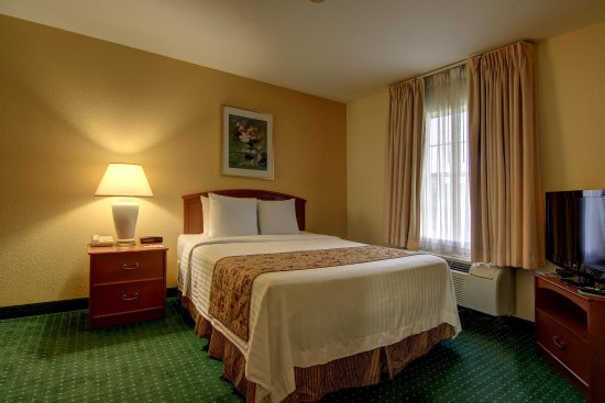 Home Towne Suites - Montgomery : Guest room