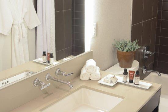 Menlo Park, CA: Bathroom