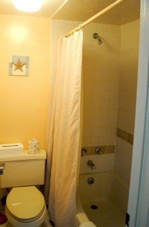 Silver Beach Club: Bathroom