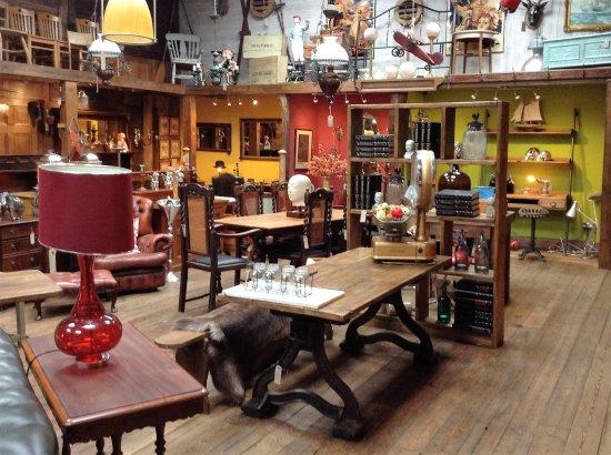 Little Budworth, UK: Indoor showroom.